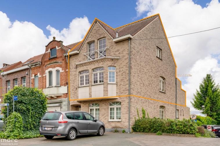 Te huur Ruime duplex (140 m²) met twee slaapkamers en mooi terras in centrum Beringen