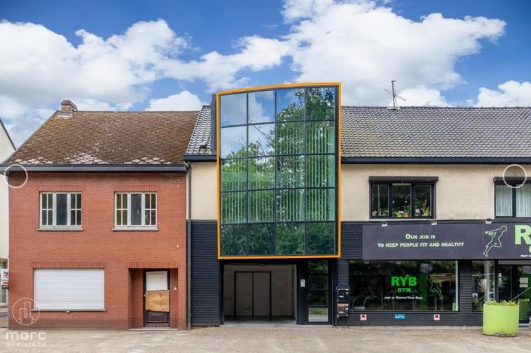 Te huur Lichtrijk appartement in het centrum met zuidelijk georiënteerd terras en garage