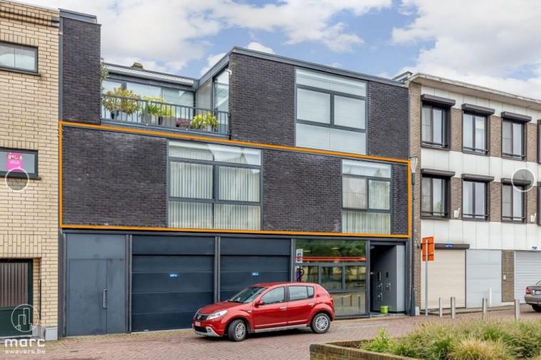 Te huur Ruim & modern appartement (138,72 m2) met twee slaapkamers, terras en garage