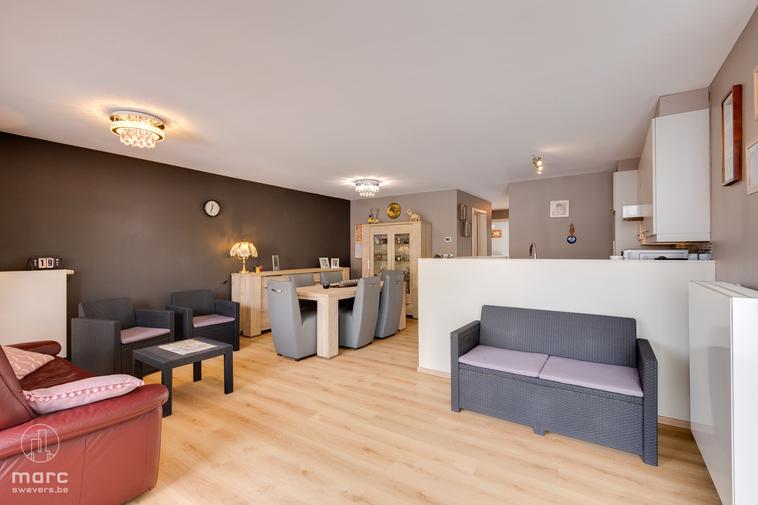 Te koop Modern, instapklaar appartement met twee slaapkamers en groot terras in toffe buurt