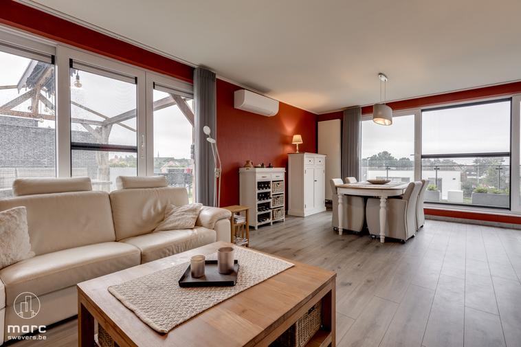 Te koop Knap instapklaar appartement op ideale locatie met 3 slaapkamers en prachtig dakterras