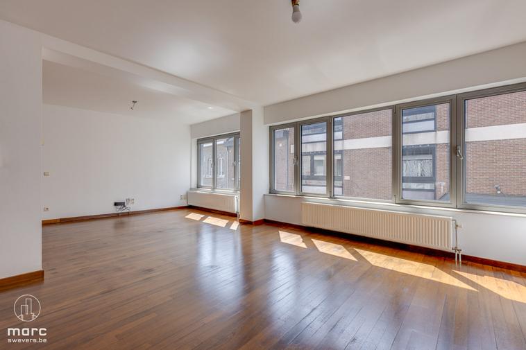 Te huur Mooi en hedendaags appartement met 3 slaapkamers te huur in het hartje van Hasselt